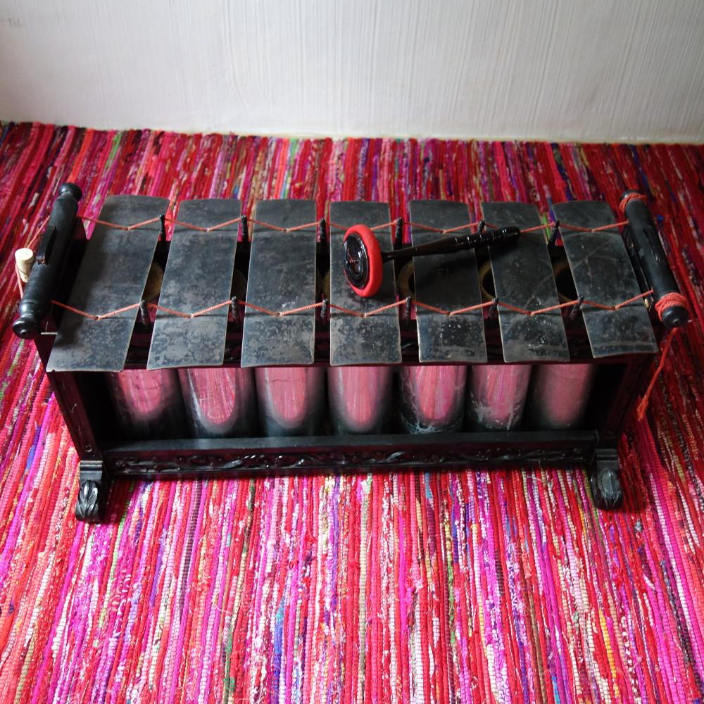 Slenthem, das Bassinstrument des javanischen Gamelan